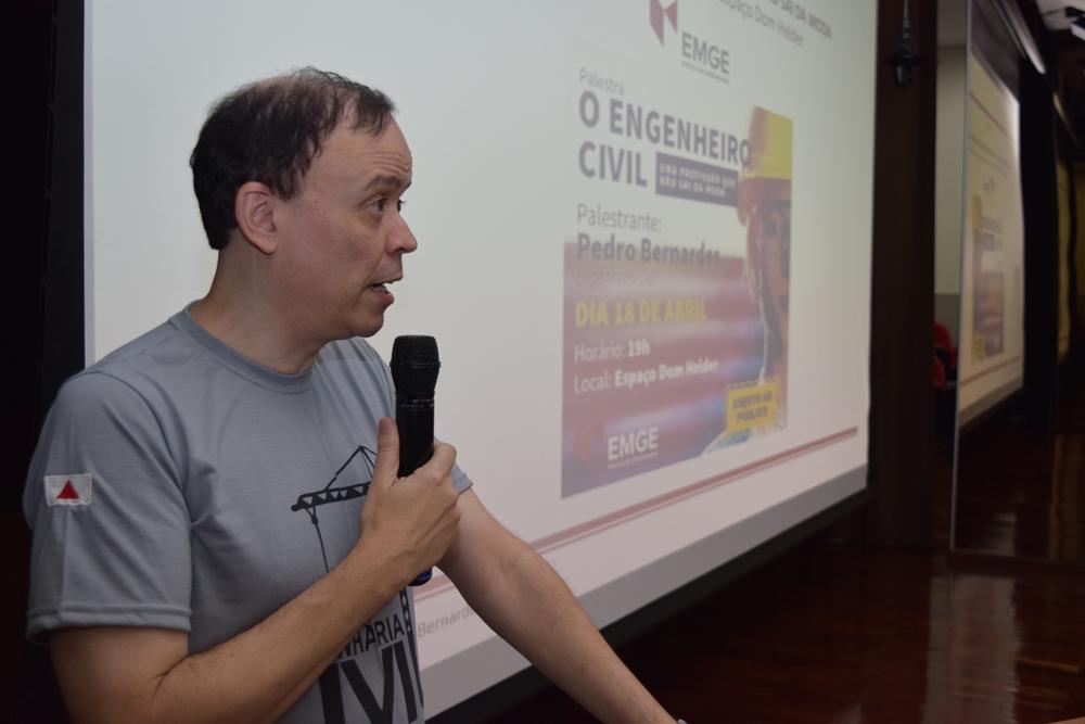 O pró-reitor Jose Antonio de Sousa Neto fez a abertura da palestra da noite.
