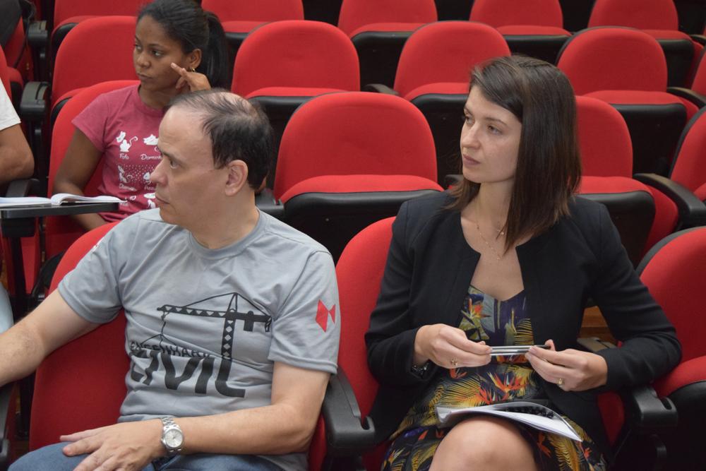 O pró-reitor Jose Antonio neto e coordenadora do curso de engenharia civil Aline Oliveira
