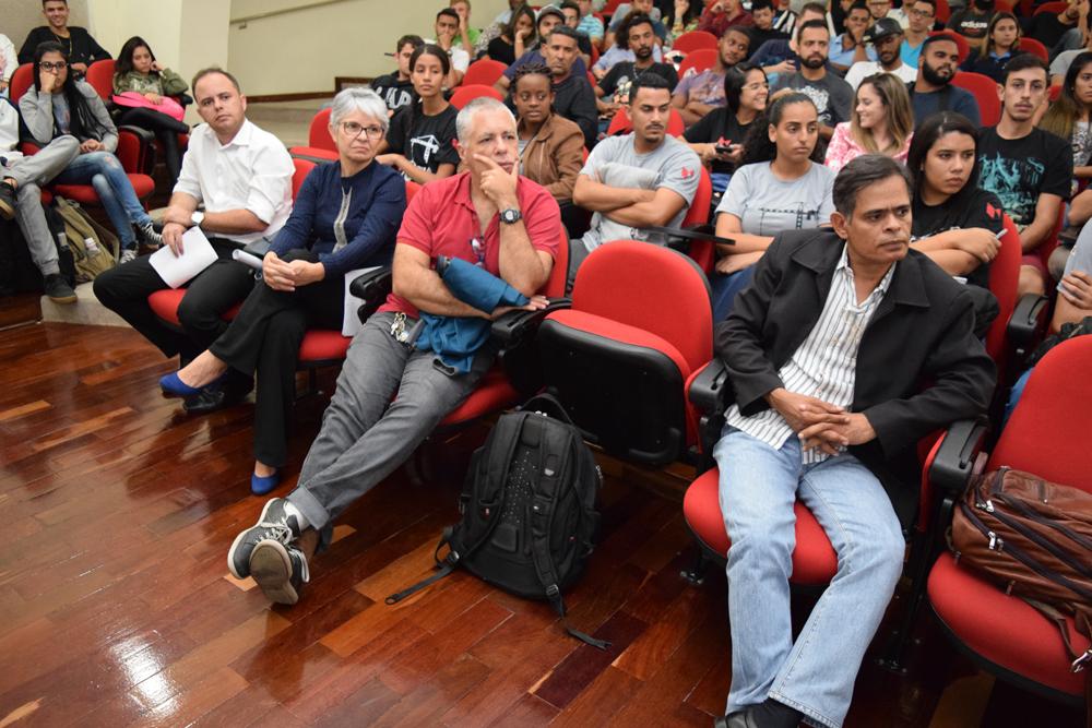 Professores da EMGE prestigiaram a palesta de Pedro Bernardes