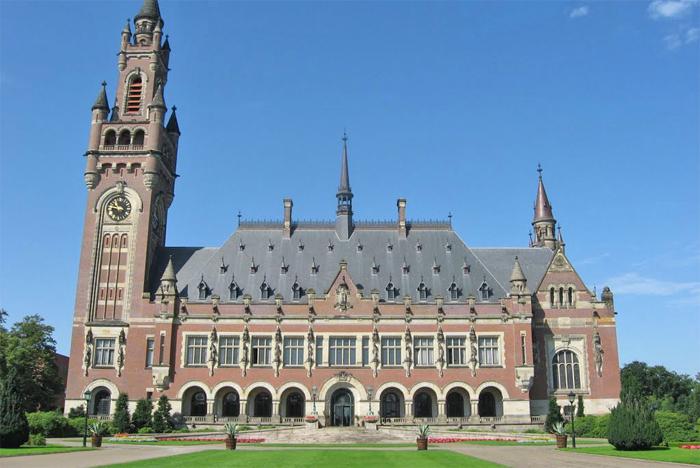 Os vencedores receberão passagens aéreas e diárias de hotel para visitar a Corte Internacional de Justiça (foto), em Haia.