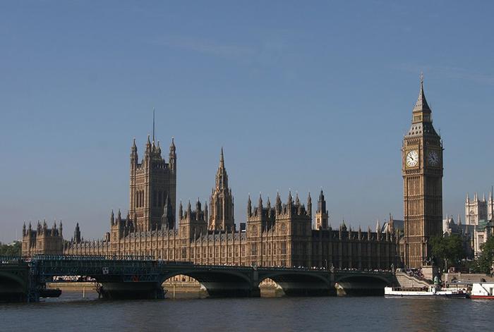 No ano passado, o Parlamento se tornou uma de várias instituições envolvidas em um escândalo de assédio sexual depois que alegações de abuso feitas contra o produtor de cinema norte-americano Harvey Weinstein.