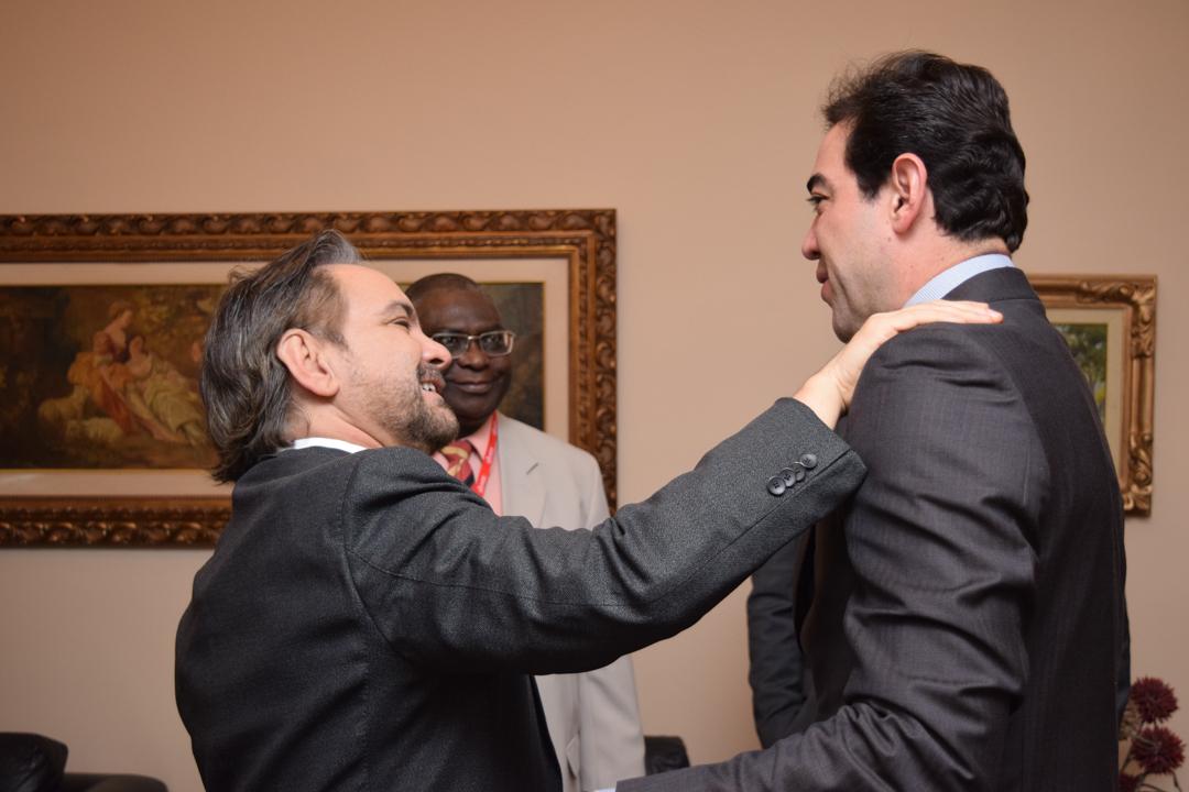Procurador da República José Adércio Sampaio (MPF e Dom Helder), professor Kiwonghi Bizawu (pró-reitor de Pós-Graduação) e o ministro Bruno Santas (TCU).