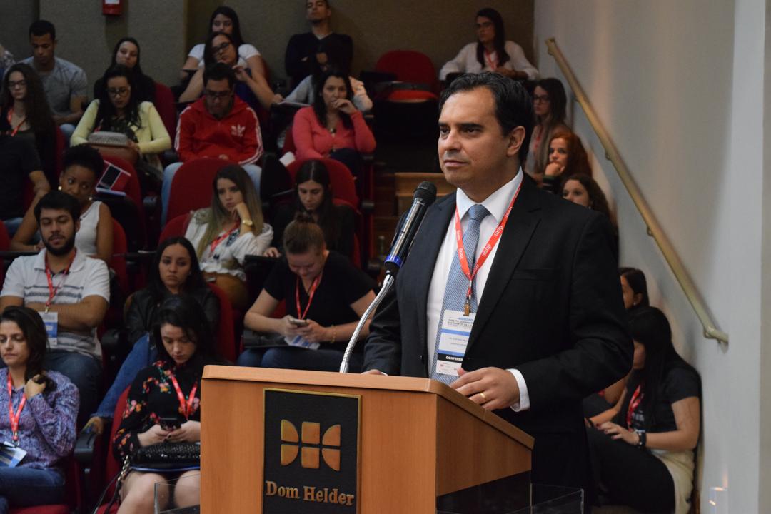 Jurista e professor universitário Gustavo Magalhães durante palestra no Congresso.