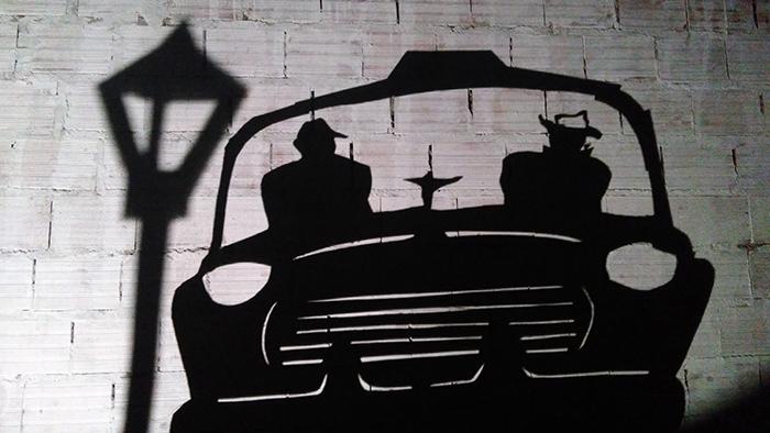 Espetáculo do grupo paulista ressignifica o teatro de sombras ao mesclar elementos do Cinema Noir.