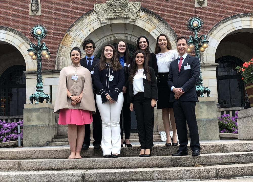 Alunos da Dom Helder e do Colégio Santo Agostinho visitam a Corte Internacional de Justiça.
