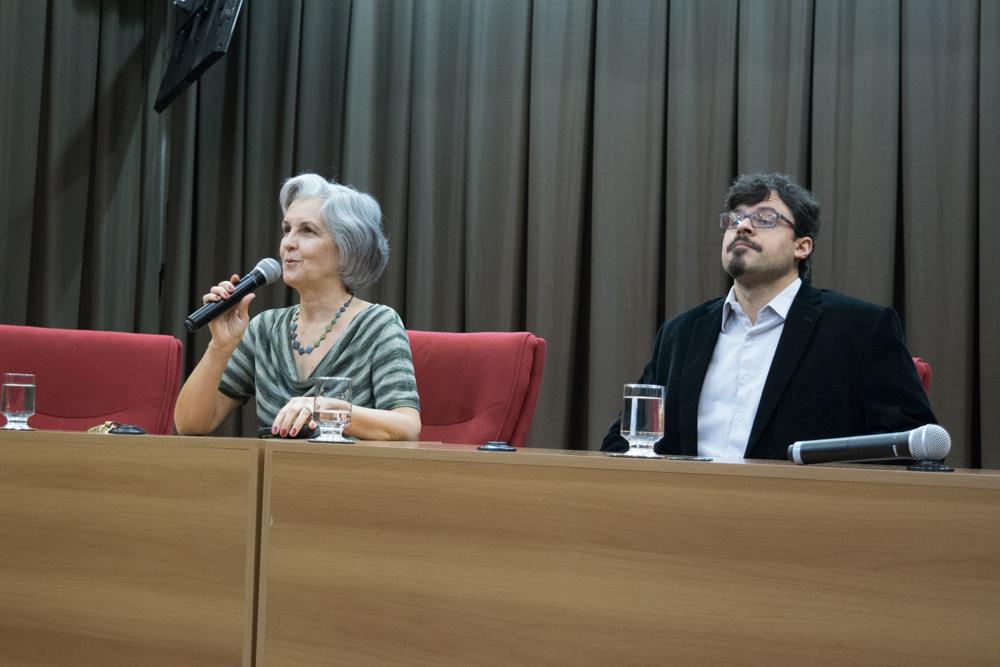 Cristina Duarte Murta, doutora em Ciência da Computação pela UFMG e Professora aposentada do CEFET-MG, e Marco Antônio Alves, professor da Faculdade de Direito e Ciências do Estado da UFMG.