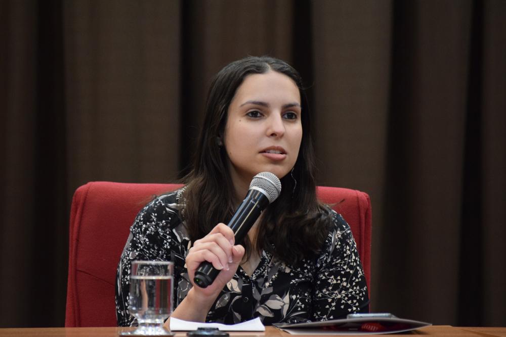 Professora Christiane Costa Assis mediou o segundo painel do congresso.