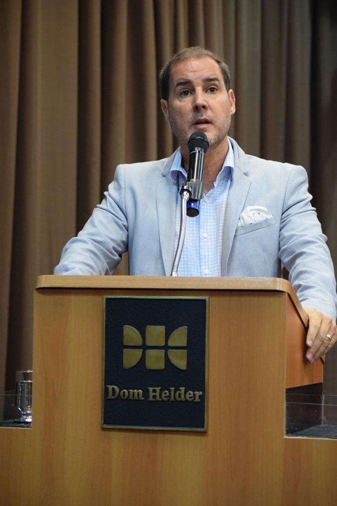 Fábio Veras é professore Direito e Tecnologia e coordena o FIEMGLab/Escola Superior Dom Helder Câmara.