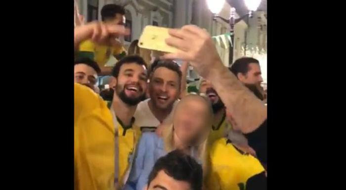 O vídeo foi compartilhado nas redes sociais e gerou indignação de internautas, que pediram para que os brasileiros fossem denunciados.