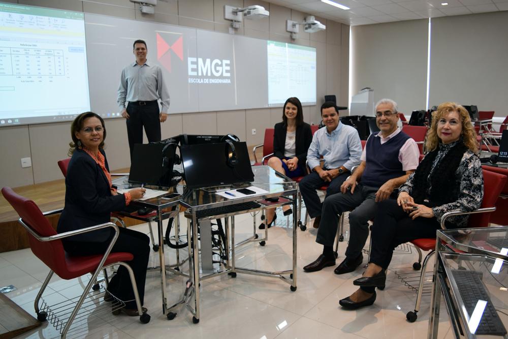 Conselheiros do CREA-MG visitam a EMGE e participam de reunião.