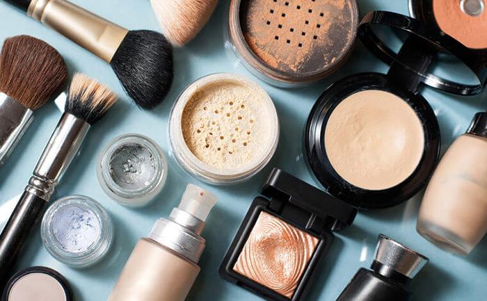 A indústria de cosméticos e dermatológica, de culto ao corpo, ganhou força nas últimas décadas.