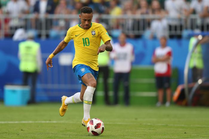 Nota dez para o psicólogo que assumiu a cabeça de Neymar após o jogo contra a Costa Rica. Desde então, ele parou de cair à toa e de xingar o 'apitador'.