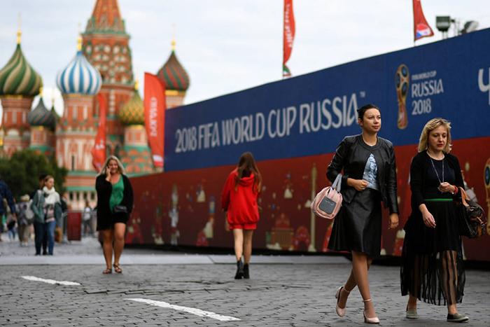 Mulheres se tornaram alvos de atitudes machistas e desrespeitosas na Rússia.