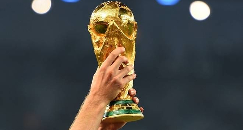 A cobiçada taça será entregue à França ou Croácia neste domingo. (Laurence Griffiths/AFP/Getty Images)