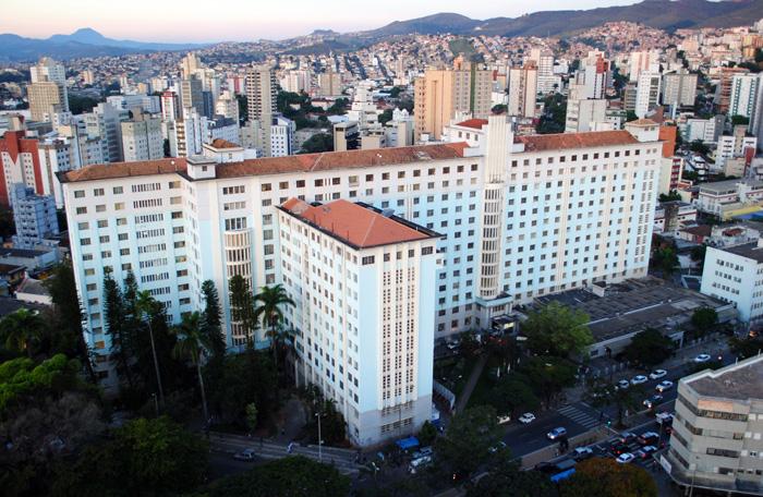 Em grave crise fiscal, o estado deve hoje cerca de R$ 1 bilhão a hospitais filantrópicos, como a Santa Casa de Belo Horizonte.