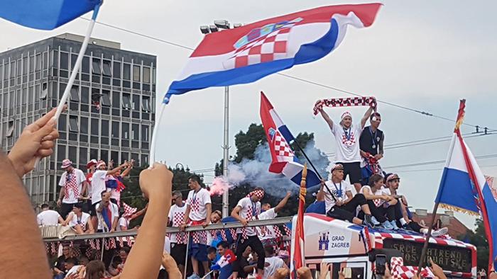 Jogadores croatas em caminhão.