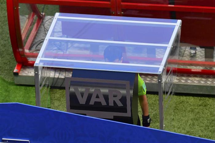Apesar das polêmicas de arbitragem da competição, a Fifa qualificou o uso do árbitro de vídeo (VAR) como um