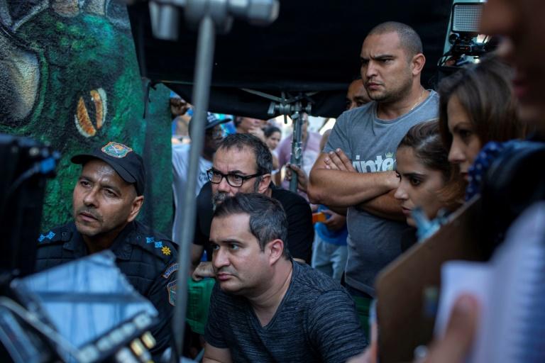 O filme expõe, pelo olhar dos policiais, o desmoronamento das UPPs, em meio a uma grande expectativa popular com a perspectiva da Copa de 2014 e dos Jogos Olímpicos de 2016.