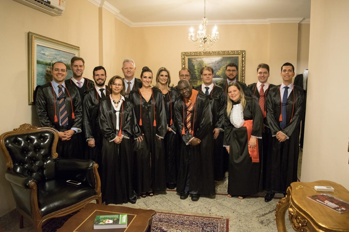 Autoridades acadêmicas, membros do colegiado e homenageados pela Turma do Integral.