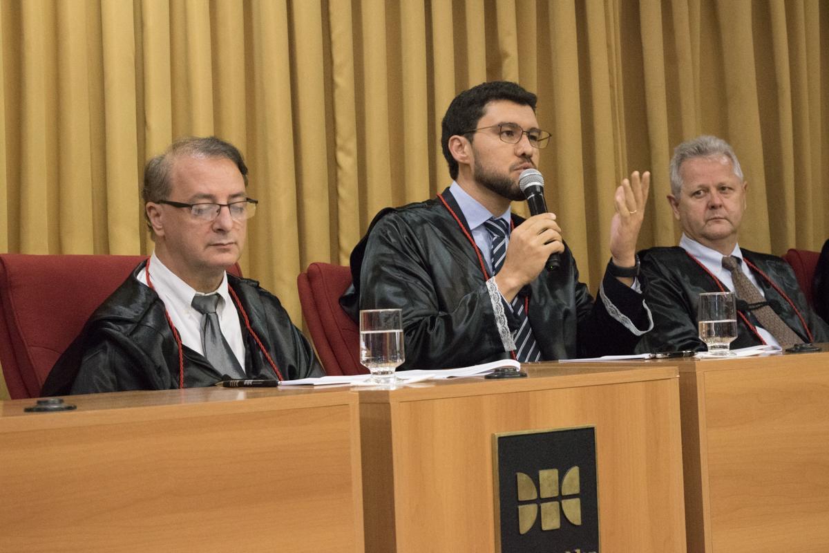 Coordenador do Direito Integral e reitor da EMGE, professor Franclim Jorge Sobral de Brito, profere mensagem aos formandos.