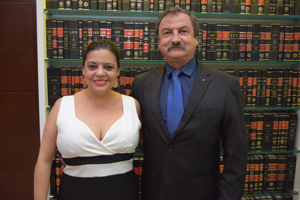 Os organizadores da formatura. A secretária acadêmica da Instituição Djoá Braulina Ferreira e o coordenador do Núcleo de Prática Jurídica (NPJ) Luiz Antônio Chaves.