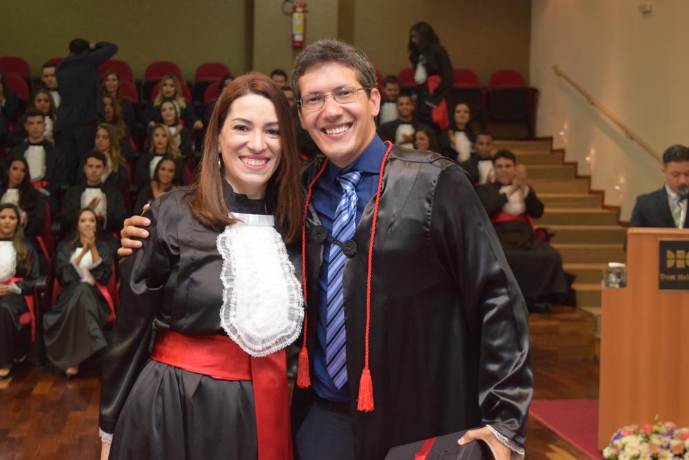 A formanda Luana do Amaral Freitas prestou homenagem ao professor Pedro Elizer