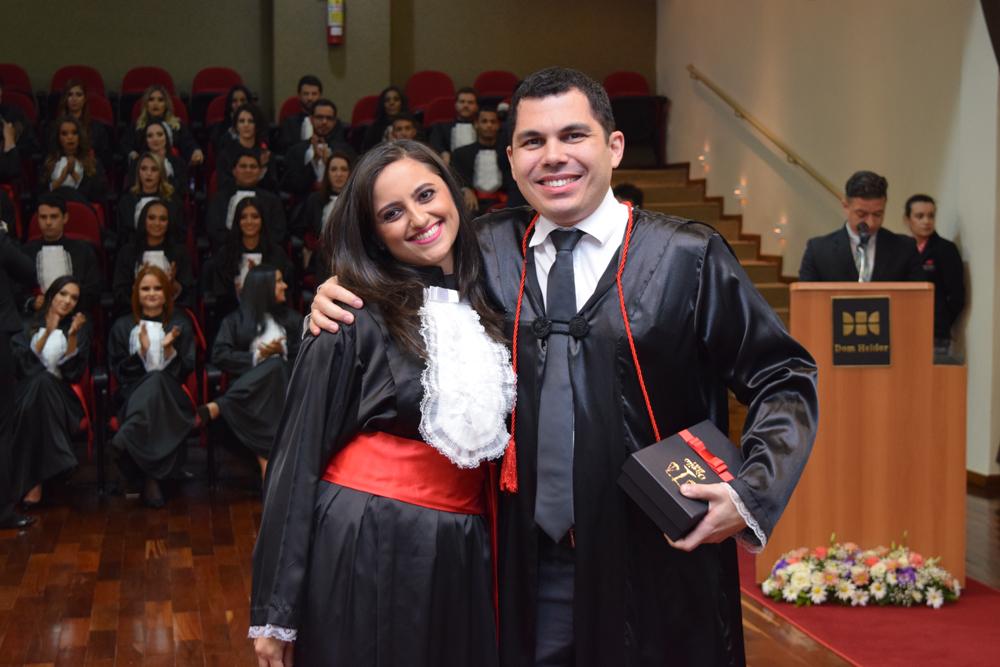 A formanda Marcela Dias Bonfim prestou homenagem ao professor Diógenes Baleeiro