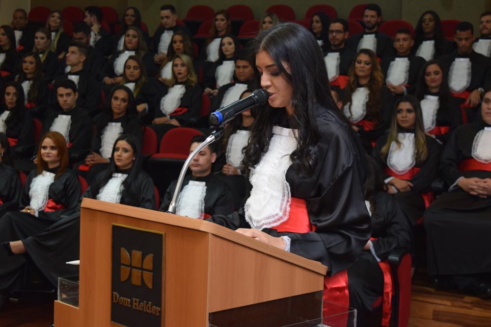 A aluna Inocência Olídia Costa Leite discursou em homenagem aos pais