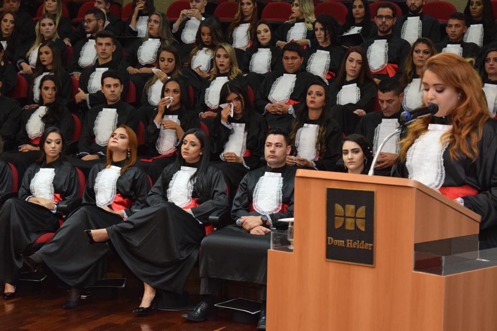 A aluna Ana Paula Silvério Enes discursou em homenagem aos pais ausentes