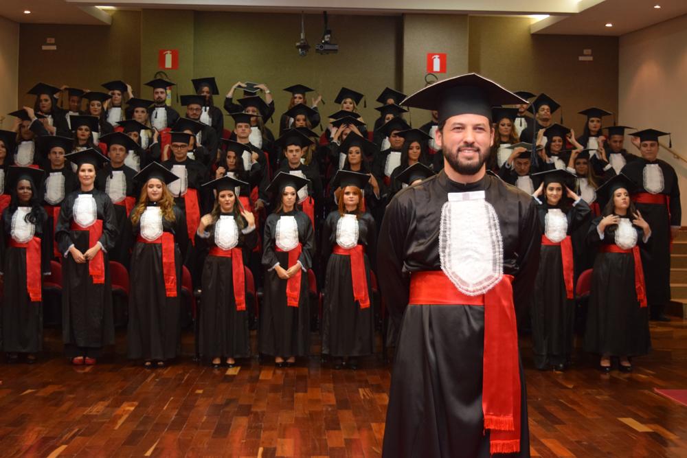 O aluno Tertullyano Marques Sousa cola grau