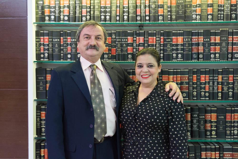 Os organizadores da formatura. A secretária acadêmica da Instituição Djoá Braulina e o coordenador do Núcleo de Prática Jurídica (NPJ) Luiz Antônio Chaves.