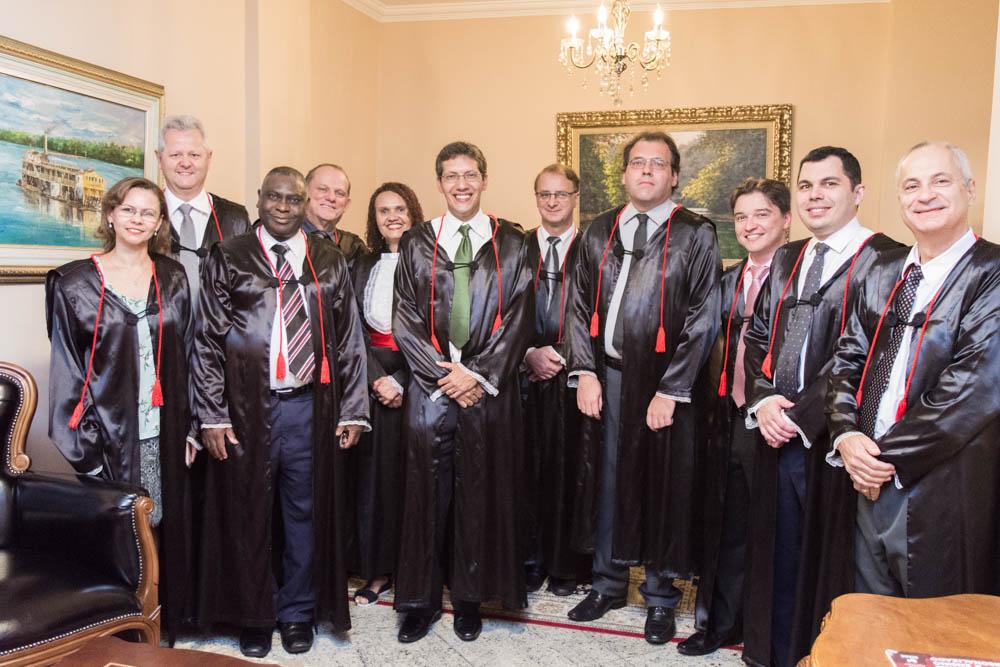 Membros do Colegiado e os homenageados da Instituição.