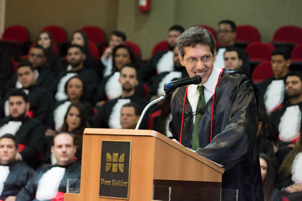 O Paraninfo das turmas, o professor Pedro Eliezer Maia.