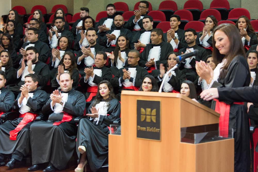 A formanda Cynthia Rodrigues discursou em homenagem aos pais.