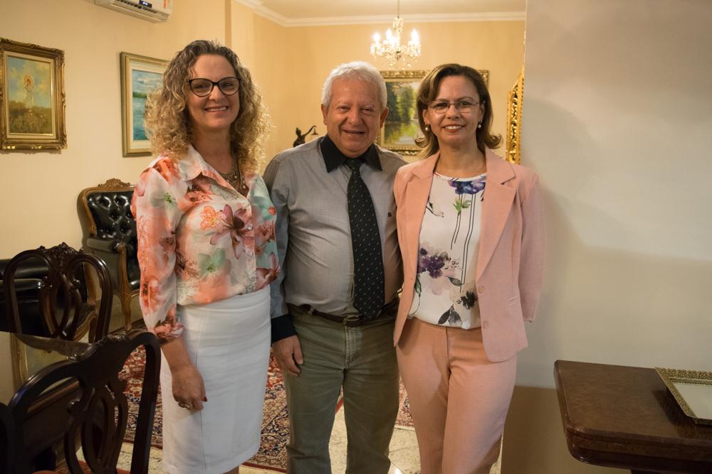 Pró-reitora de Administração, Cácia Stumpf, Arnaldo de Oliveira, presidente da Editora Del Rey, e Anacélia Santos Rocha, pró-reitora de Ensino.
