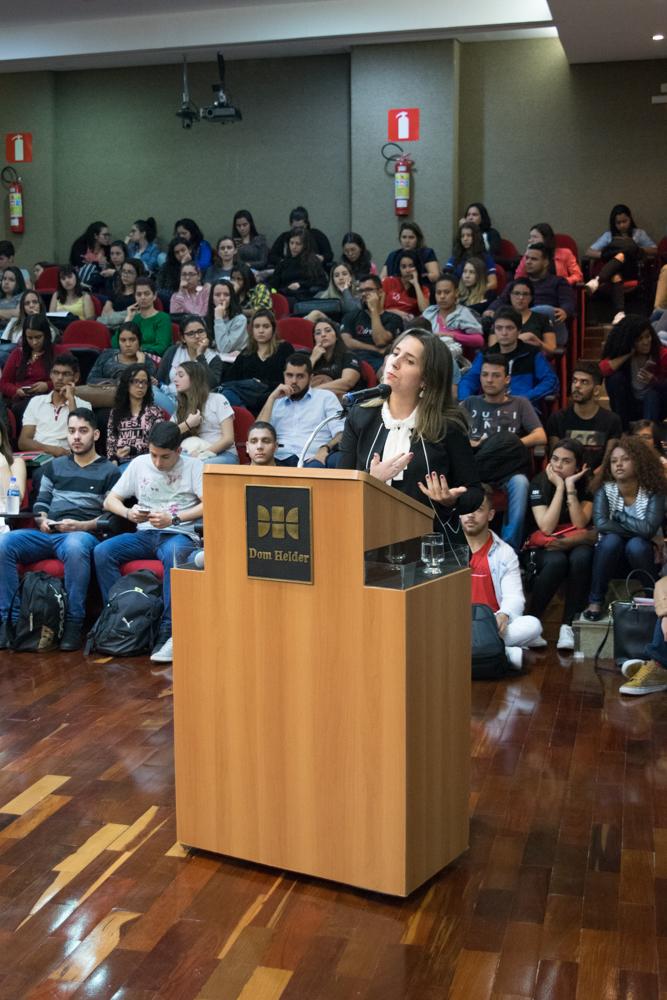 Professora Camila Martins, do Centro de Simulação e Intercâmbio (CSI) fez a abertura oficial dos trabalhos do Tribunal Internacional Estudantil (TRI-e) 2018.