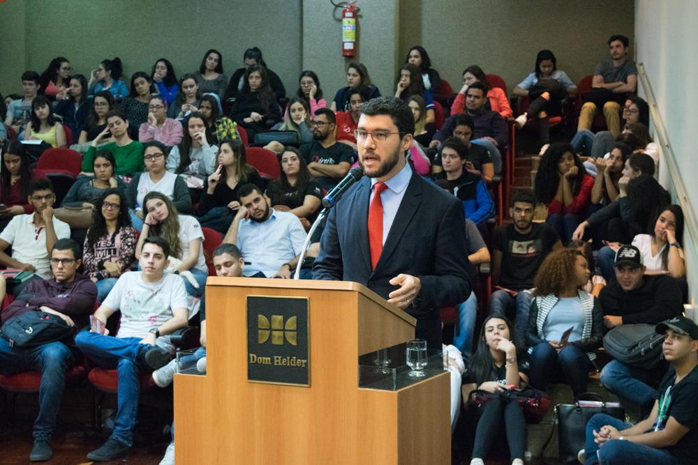 Professor Franclim Jorge Sobral de Brito, reitor da EMGE e coordenador do Direito Integral da Dom Helder, fez o lançamento do projeto de intercâmbio.