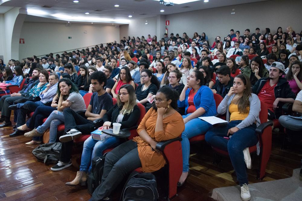 Auditório ficou lotado com aula magna e vários lançamentos para a comunidade acadêmica.