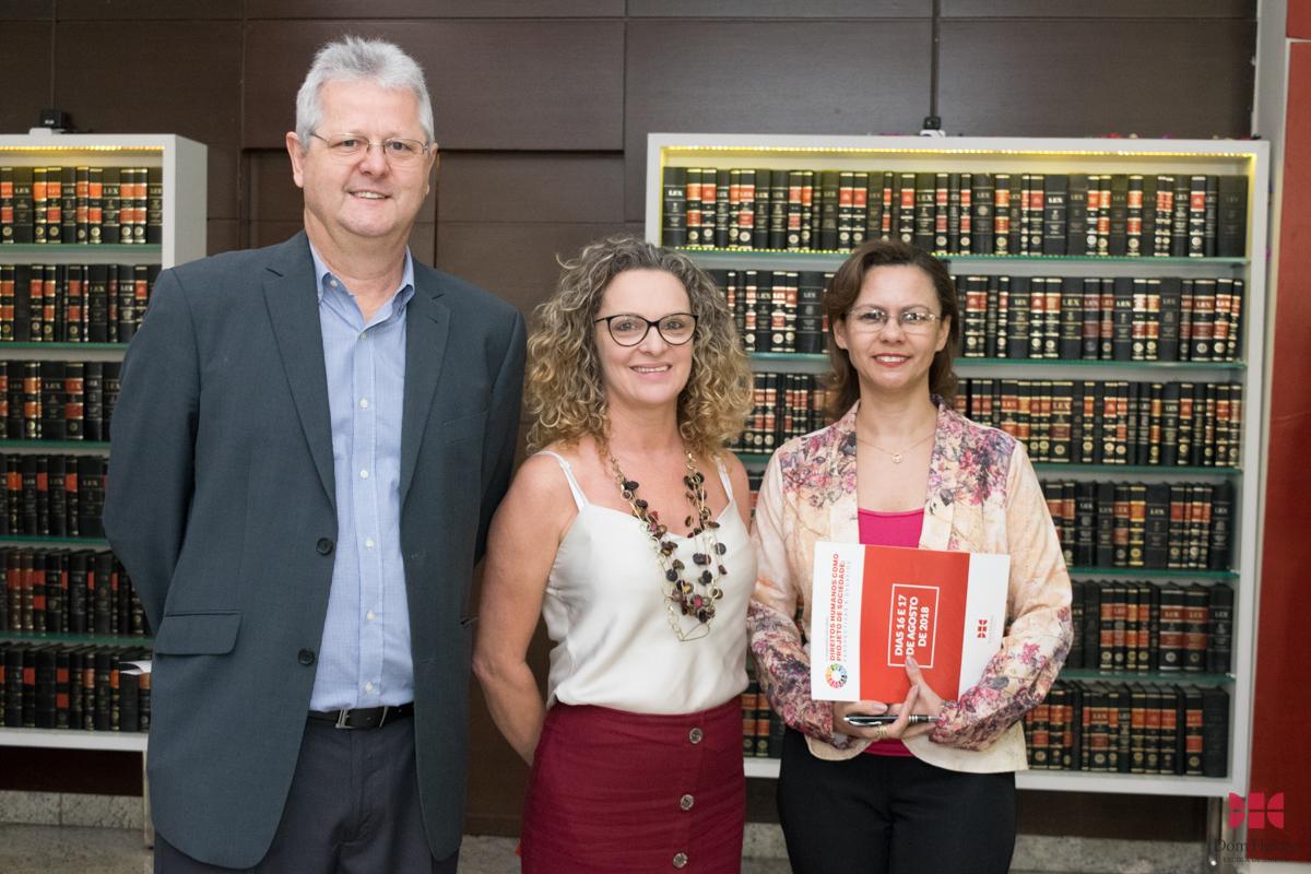 Francisco Haas, pró-reitor de Extensão, Cácia Stumpf, pró-reitora de Administração, e Anacélia Santos Rocha, pró-reitora de Ensino.