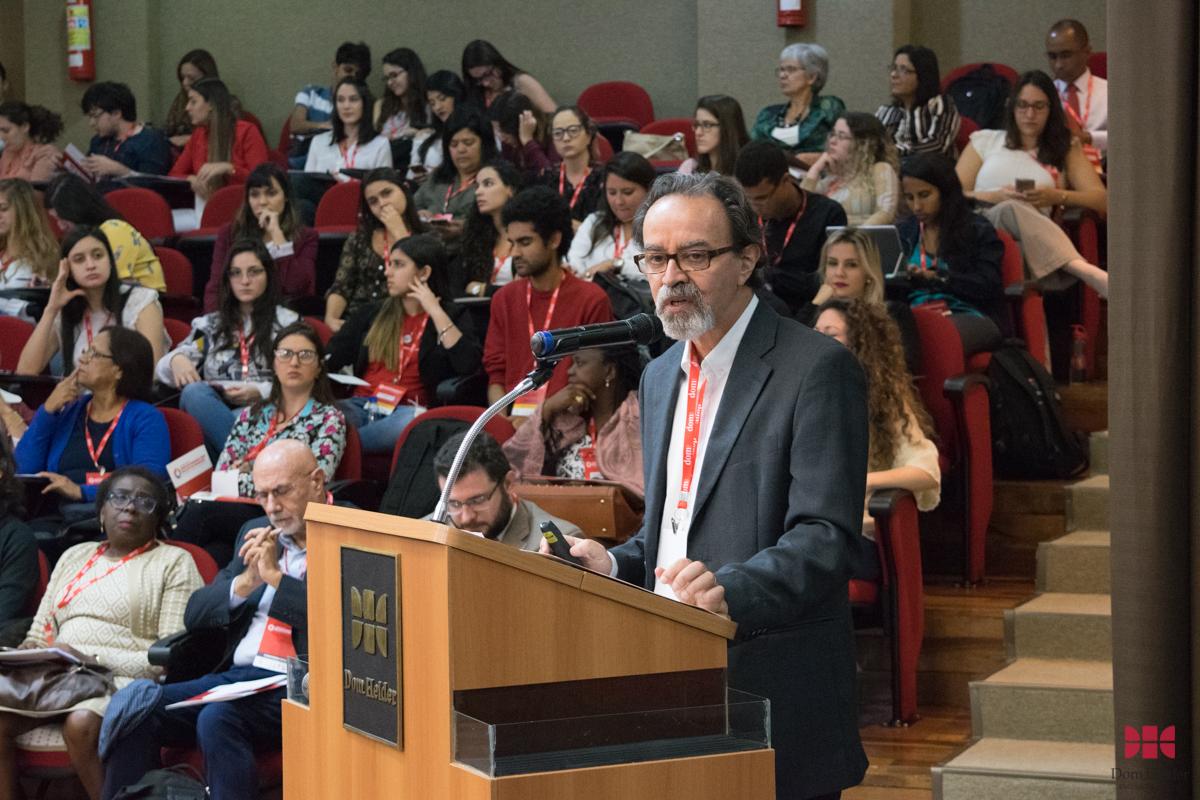 Professor João Batista Moreira Pinto, coordenador geral do evento, durante o painel 'Os Direitos Humanos como um projeto de sociedade'.