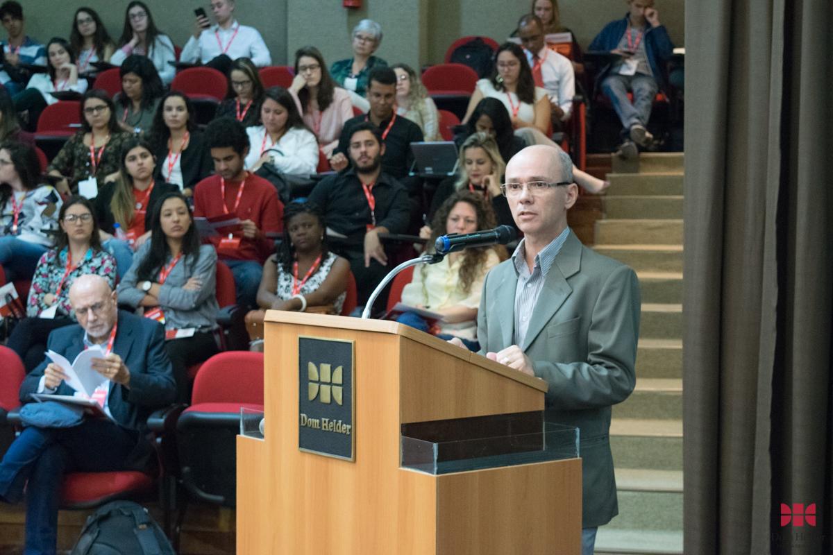 Prof. Dr. Robson Sávio Reis Souza (PUC Minas) durante o painel 'Do processo sócio-histórico dos direitos humanos à institucionalização internacional e às lutas e resistências'