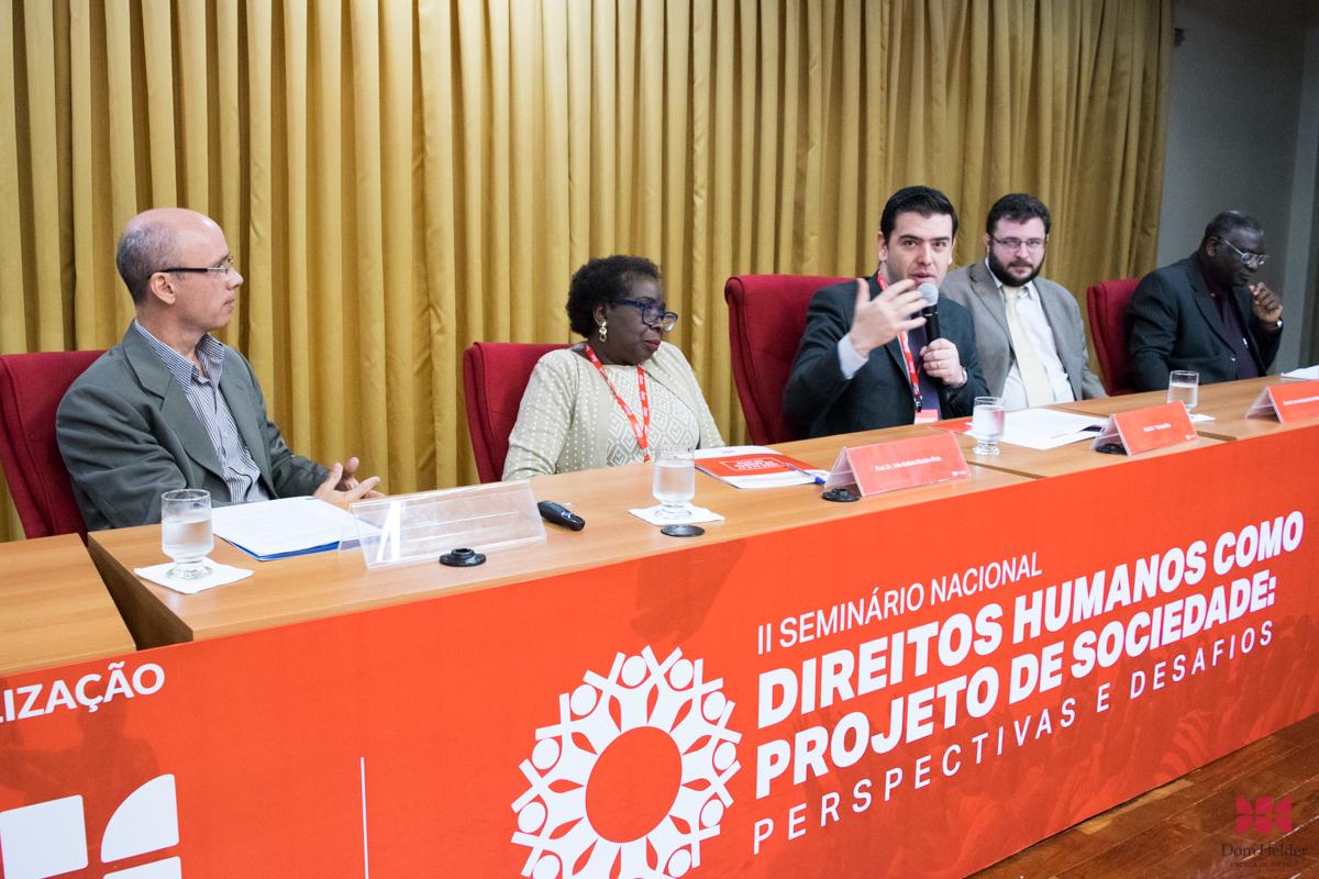 Prof. Caio Augusto Souza Lara coordenou o painel ´: Do processo sócio-histórico dos direitos humanos à institucionalização internacional e às lutas e resistências na e pela sociedade civil´.