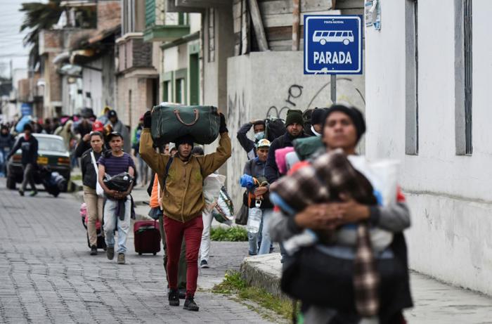 O fluxo de migrantes venezuelanos nesse domingo (26) na fronteira peruana caiu consideravelmente.