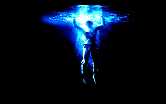 Captura de imagem de 'Ascension', videoarte de Bill Viola.