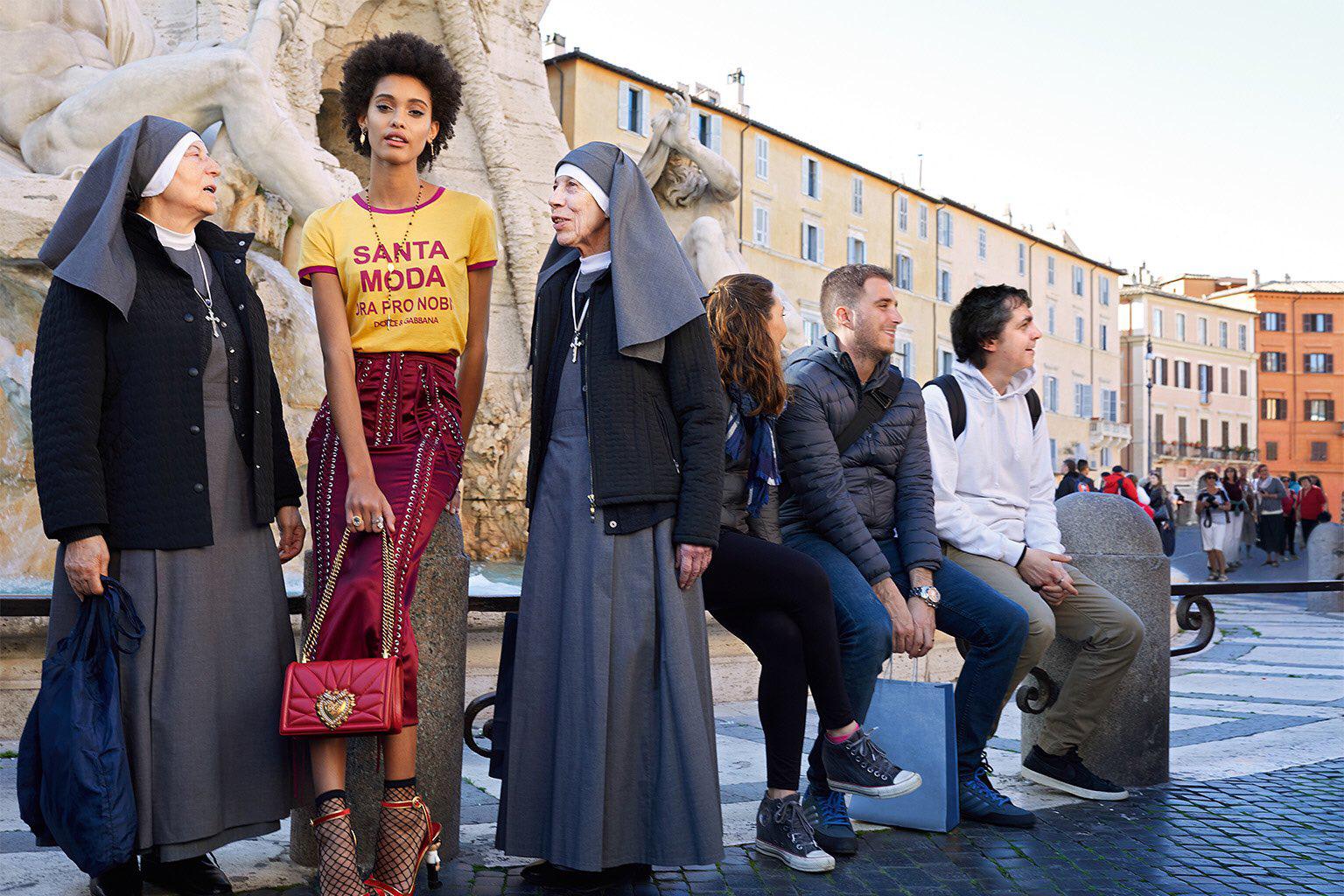 A estética religiosa está sendo ressignificada, adaptada aos novos contextos e os novos contornos que a fé vai ganhando na pós-modernidade.