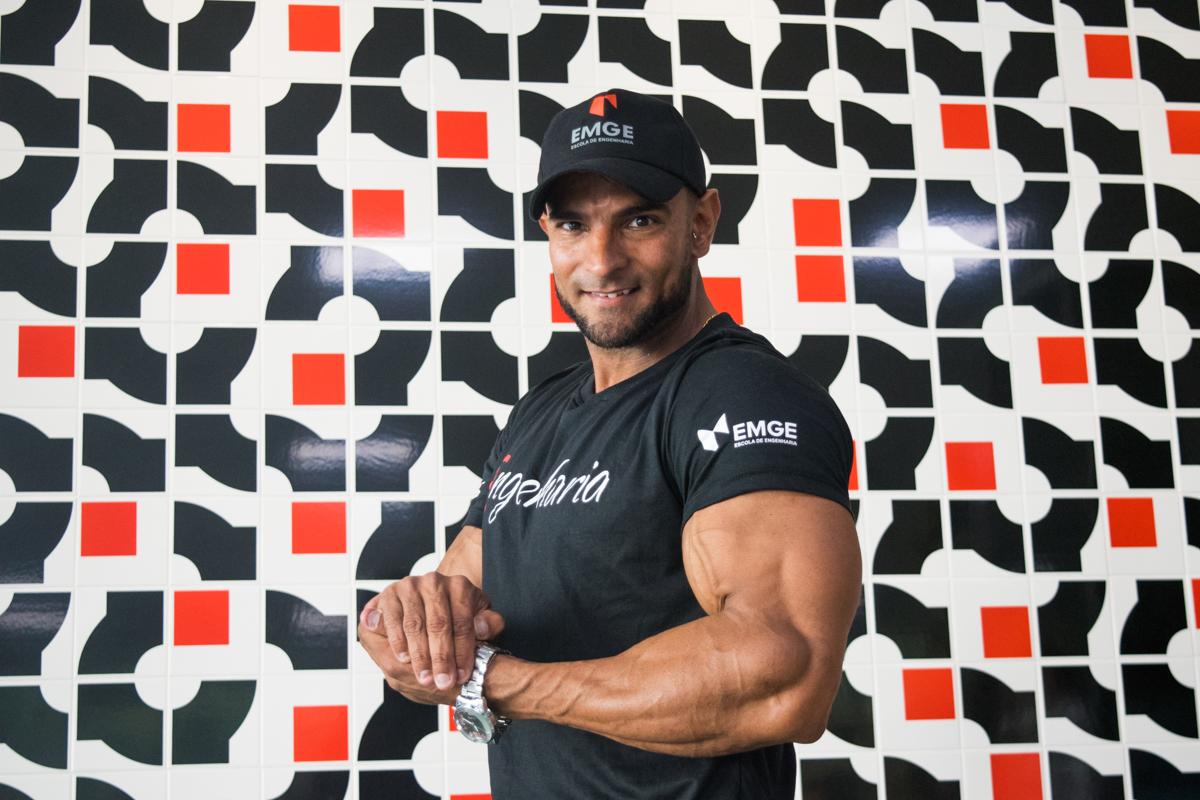 O fisiculturista acumula sete anos no esporte, além de outros 10 como atleta de supino e halterofilismo.