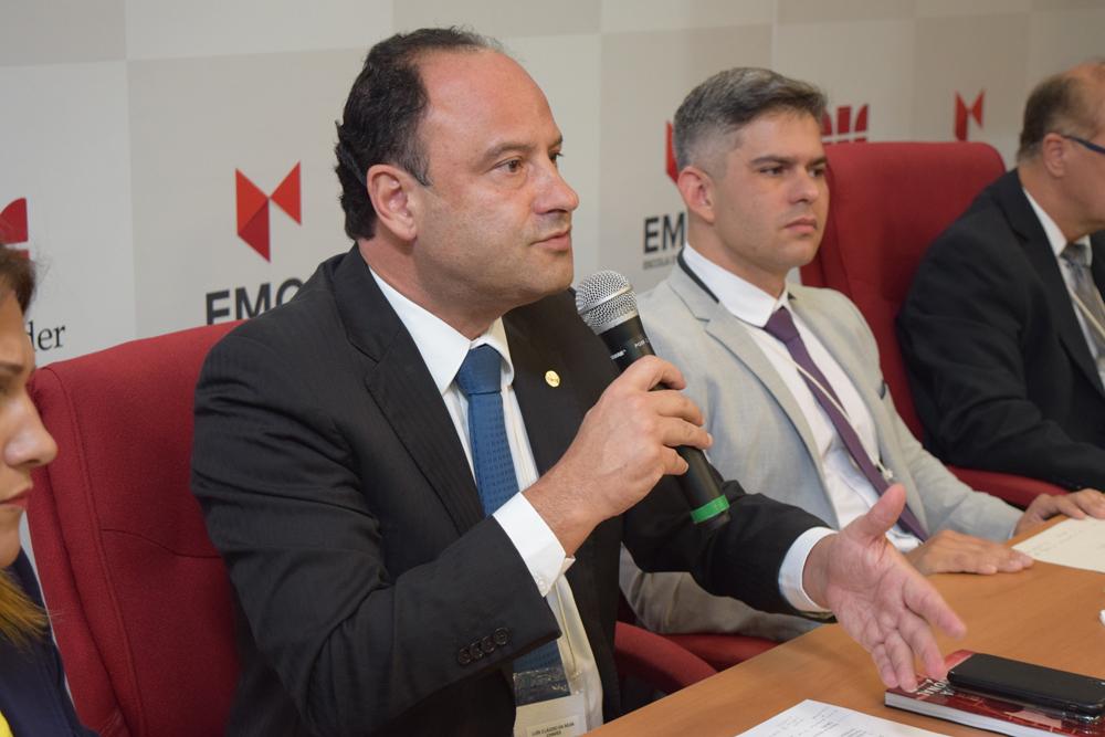 O professor da Dom Helder e vice presidente do Conselho Federal da Ordem os Advogados do Brasil, Luis Cláudio Chaves, durante a abertura do evento