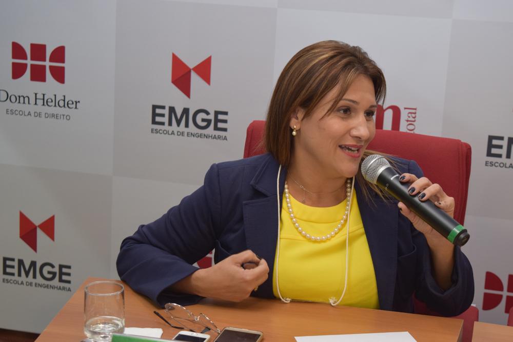 A presidente da Comissão Estadual de Direito Ambiental da OAB, Cíntia Ribeiro Freitas, participou da abertura do Congresso