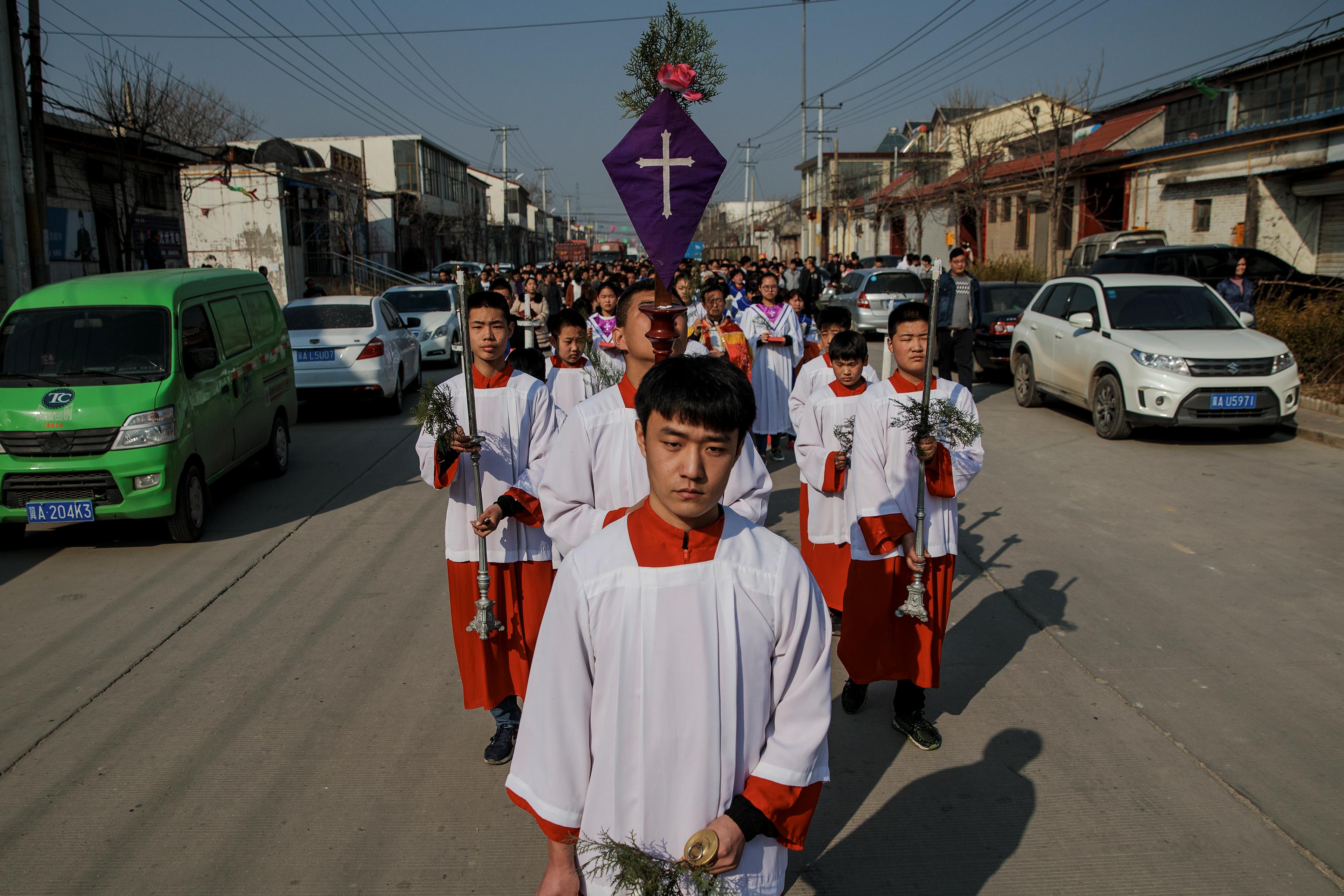Acordo provisório abre caminho para unificação das comunidades católicas no país.
