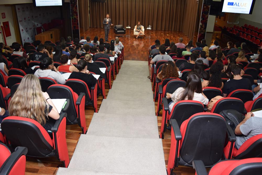 A palestra faz parte do projeto Diplomacia Pública da União Europeia na América Latina (ALUE)